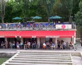 Relaxen aan het Canal Saint Martin: 25 Degrés Est