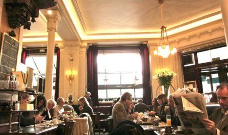 Dining Solo in Parijs